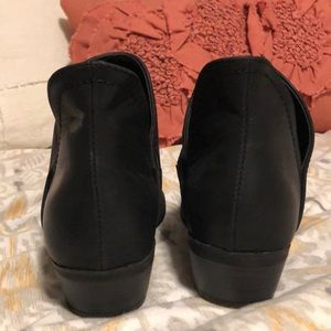 Universal Thread Shoes - Black booties